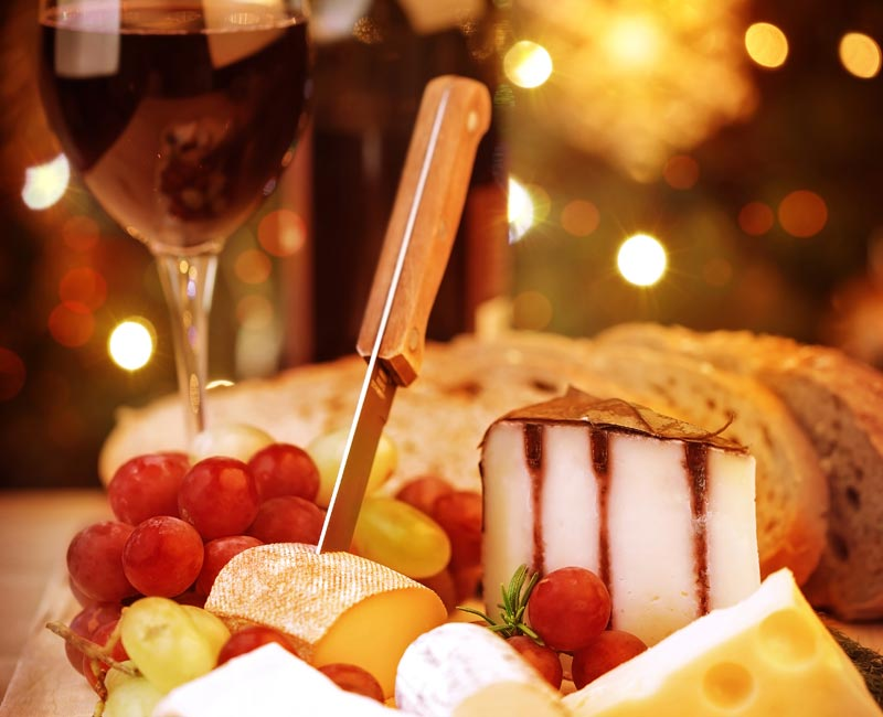 Christmas Wine.Top 5 Christmas Wine And Cheese Pairings Autry Cellars